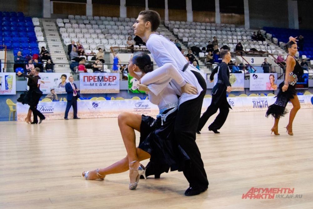 Судьи турнира из России и Белоруссии внимательно следили за каждым движением участников.