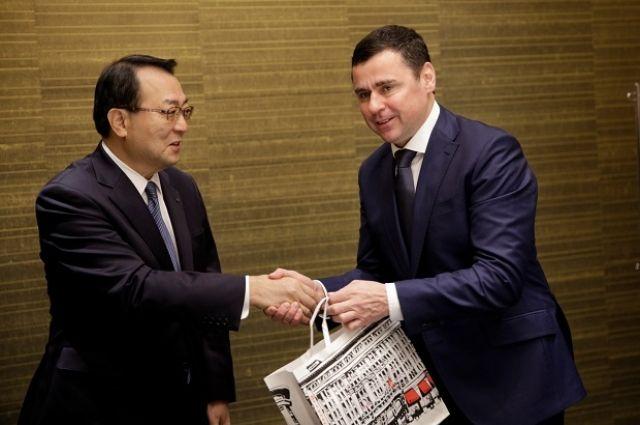 Во время визита в Японию в октябре губернатор Дмитрий Миронов провёл встречу с вице-президентом торговой ассоциации РОТОБО Сигэру Ямадзоэ.