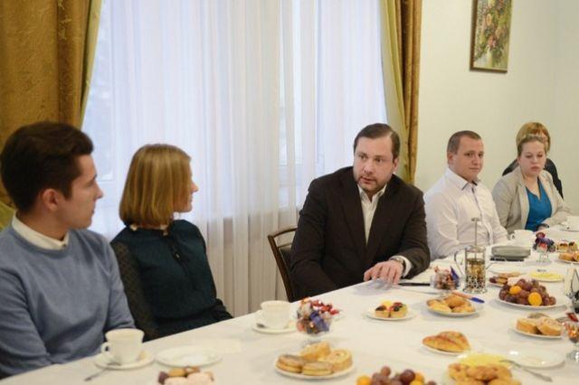 Губернатор пообщался с молодыми семьями в неформальной обстановке.