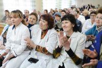 Коллектив больницы встретил губернатора аплодисментами.