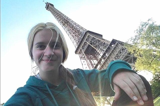 Маша училась во Франции по обмену.