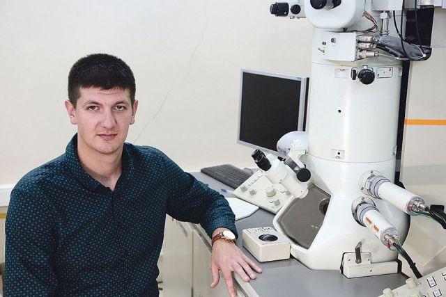 В лаборатории механических свойств наноструктурных материалов Белгородского госуниверситета у Романа Мишнева есть все возможности для исследований.