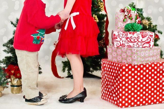 Родители из ХМАО готовы потратить на новогодний подарок для ребёнка около 10 тысяч рублей
