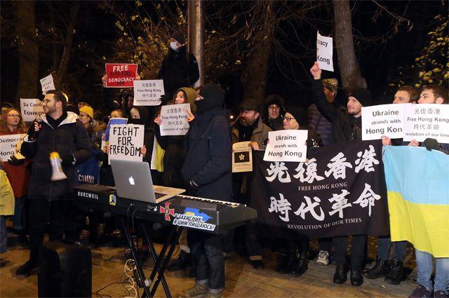 Пикет активистов «Центра свободного Гонконга» у китайского посольства в Киеве.