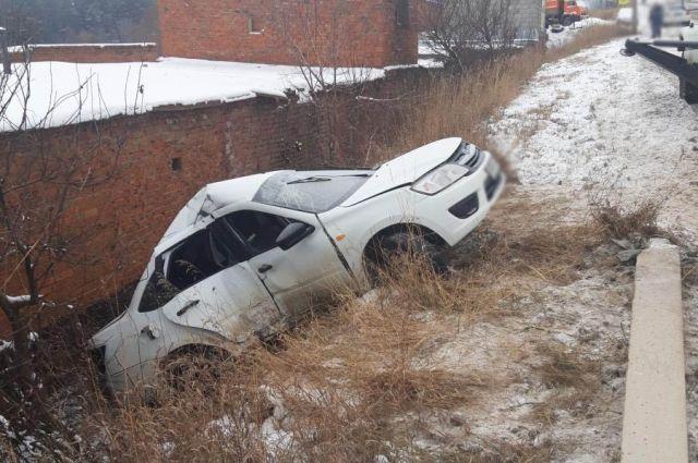 В Сарапуле водитель на «Ладе Гранте» врезался в столб