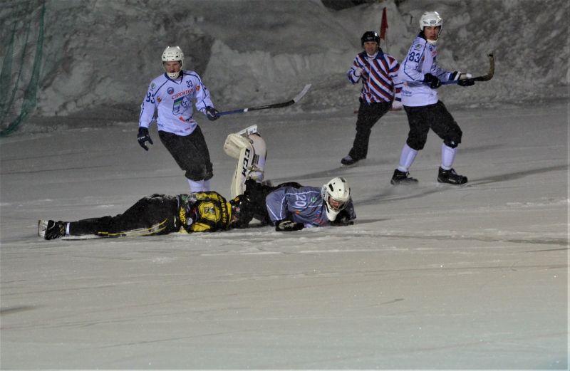 Сыктывкарцы стали навязывать агрессивную игру и допустили нарушение в зоне ХК «Мурман».