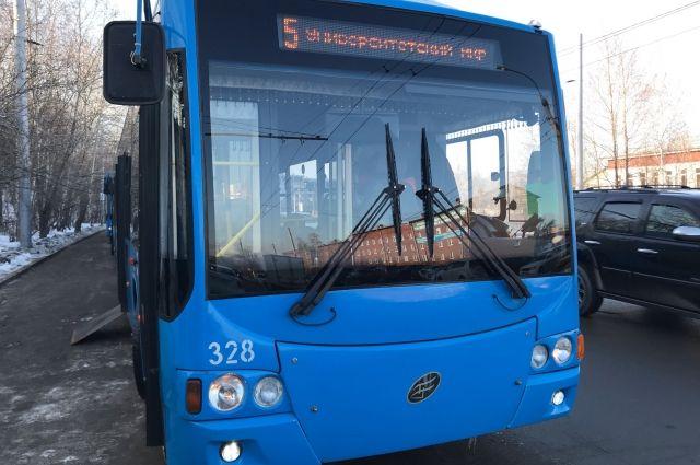 Троллейбусы (как и трамваи, и некоторые автобусы) в Иркутске действительно оборудованы системой ГЛОНАСС, поэтому за их передвижением по городу можно следить на сайте.