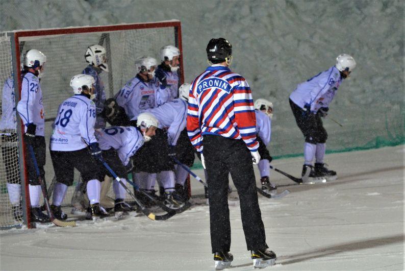 На домашней арене хоккейный клуб «Мурман» играл с ХК «Строитель» из Сыктывкара.