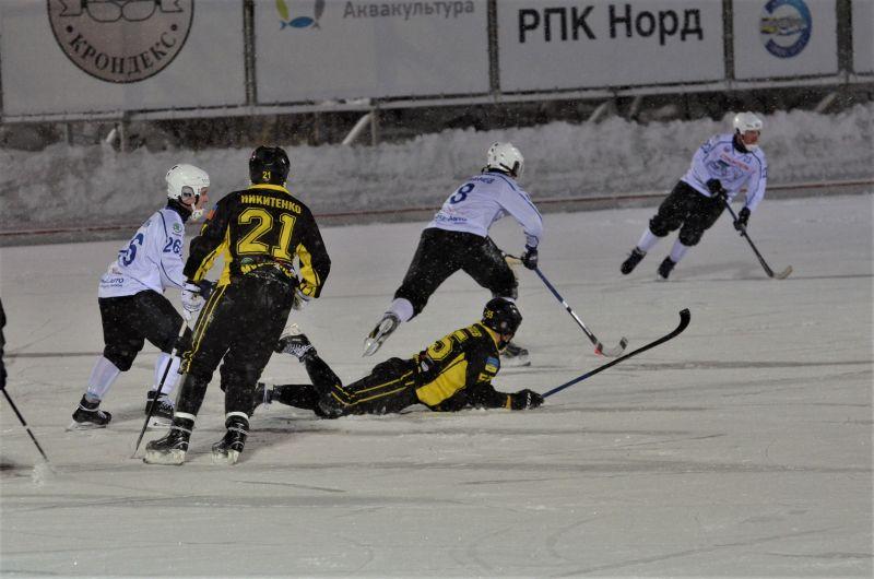 С первых минут матча соперник мурманчан открыл счет, однако северянам сразу удалось перехватить инициативу.