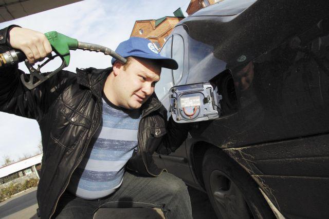 В Николаеве вместо бензина на АЗС заливали дизтопливо