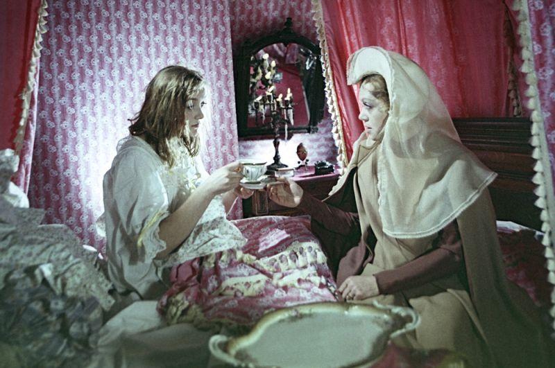 «Принцесса на горошине» (1976) — королева-мать.