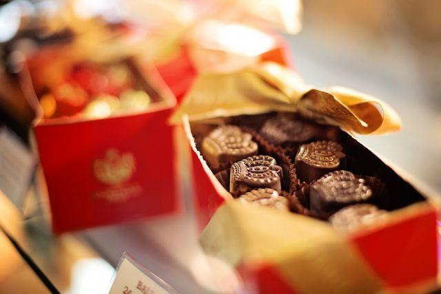 Прописанные приносили женщине конфеты и шоколадки.
