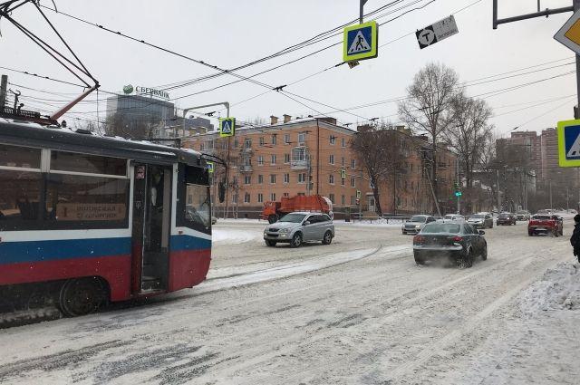 Безопасность на перекрёстке улиц Депутатской и Пискунова вызвала у парламентариев вопросы.