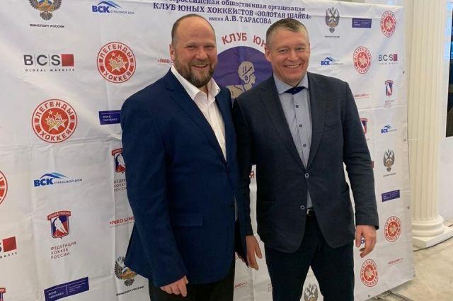 Алексей Тарасов (слева) и Алексей Чикунов на отчётно-выборном совещании клуба «Золотая шайба» в Москве.