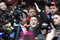 Блогер Егор Жуков, обвиняемый в публичных призывах к экстремизму, перед зданием Кунцевского суда. 6 декабря 2019 г.