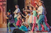 Выступление команды КВН «Оптимисты» на сцене «Планеты КВН» в 1/4 финала Всероссийской Юниор-лиги.