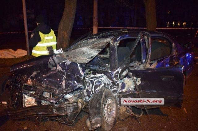 В Николаеве произошло ДТП при участии такси: есть жертвы и пострадавшие