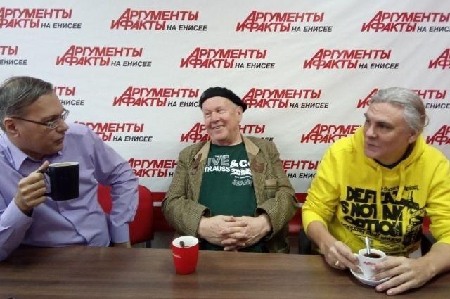 «А кто будет петь о родном крае, о родине, если не мы!?» Флорид Исламов (в центре) и Андрей Иголкин (справа) в гостях у «АиФ-Красноярск».