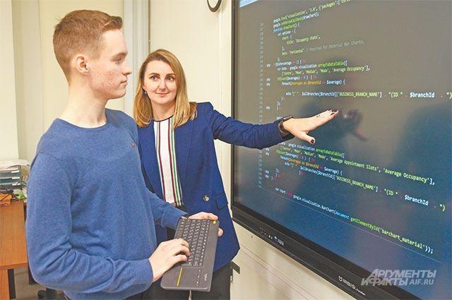 Современное оснащение классов помогает ребятам углублённо изучать физику, математику, информатику.