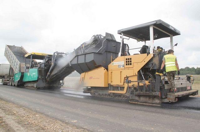 По нацпроекту в этом году на Брянщине приступили к ремонту 30 дорог, а сдадут всего 630 километров магистралей. Фото Управления автомобильных дорог области.