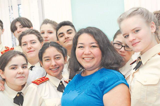 Гузаль Ирижипова каждый день организует самоподготовку кадетского класса после основных уроков.
