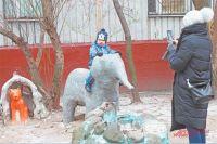 Среди смешных фигурок животных у дома 13, корп. 1  на ул. Нежинской выросло уже несколько поколений жителей района.