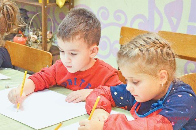 В «Планете молодых» юные художники готовят свою первую выставку.