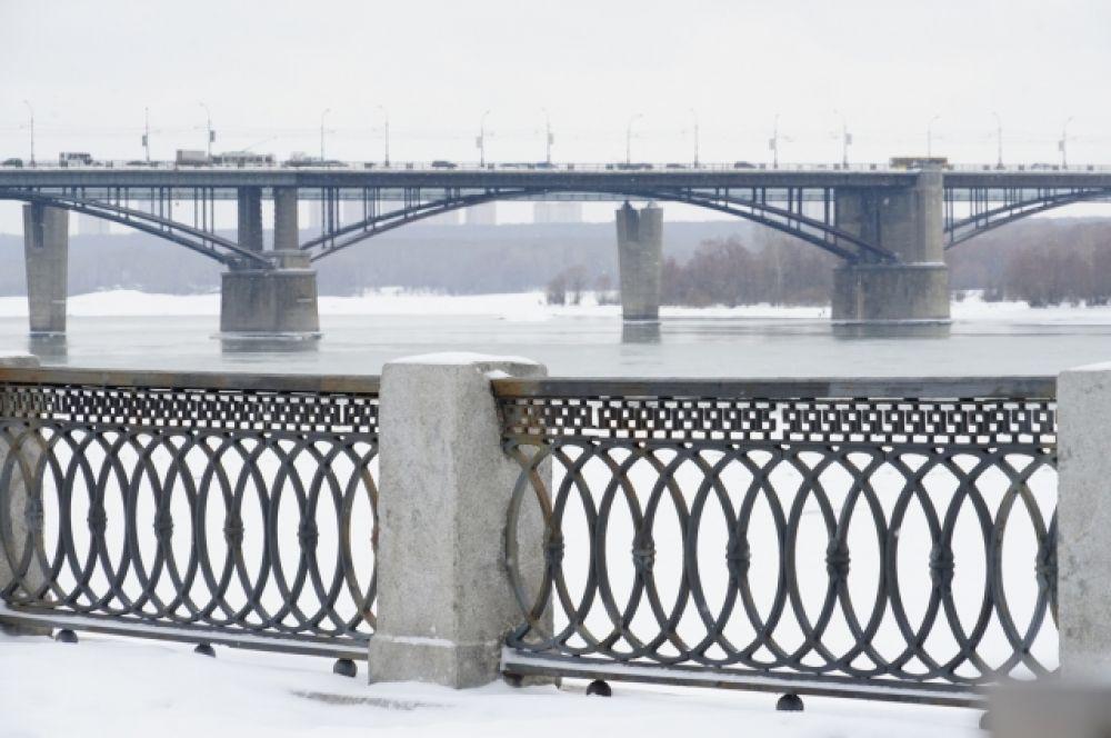 Через Обь построено 14 мостов, восемь из них находятся в Новосибирской области –  Северный, Димитровский, Железнодорожный, Октябрьский (Коммунальный), Бугринский, Комсомольский железнодорожный, метромост в Новосибирске, мост через шлюз Новосибирской ГЭС. И сейчас планируют построить еще один мост – Ипподромский.