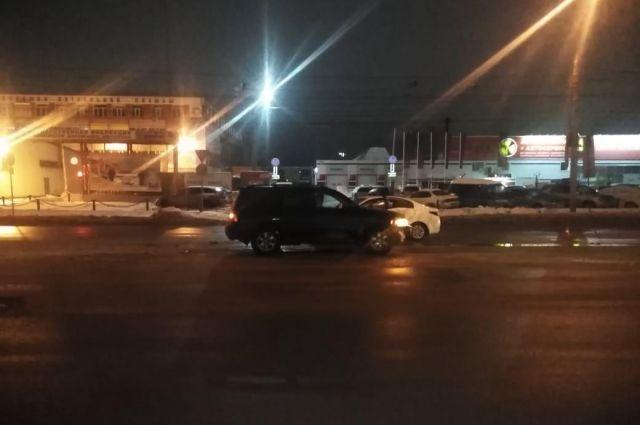 В результате ДТП пострадал водитель «Киа Рио»: он получил травму брюшной стенки.
