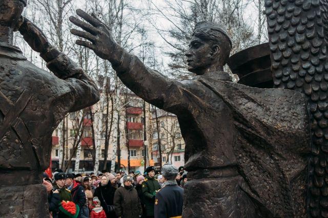 В сквере Губкина открыли мемориал погибшим тюменским военнослужащим