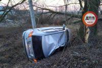 В Киевской области автомобиль врезался в дерево: есть жертва