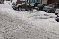 По такому снегу машины ходят юзом.