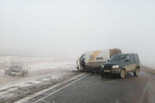 На трассе «Гай-Орск» в тройном ДТП пострадал человек.