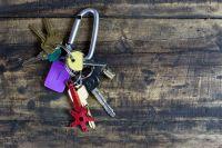 Оренбурженка и сотрудник МФЦ обвиняются в мошенничестве с недвижимостью.