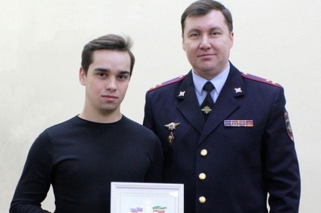 В МВД Булату Хайруллину вручили благодарственное письмо за его гражданскую позицию.