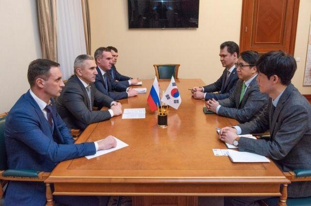 Глава Тюменской области встретился с делегацией Республики Корея