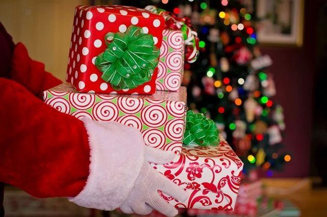 Современные дети считают, что Деду Морозу тоже требуются гаджеты.