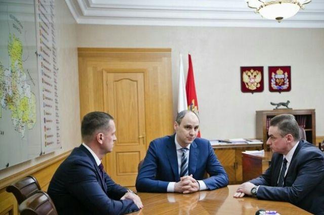 В Оренбурге прошла встреча губернатора Д.Паслера с Д.Кулагиным и В.Ильиных.