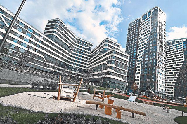 На территории бывшего металлургического завода «Серп и Молот» в Рогожской слободе введены 300 тыс. кв. м жилья и гаражный комплекс.