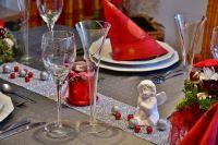 Каждая семья стремится накрыть новогодний стол лучше, чем другие.