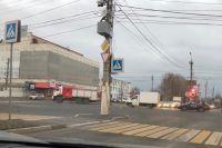 Пожарные по дороге на вызов в ДК Химволокно.