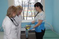 Ранее врач-энтомолог Центра гигиены и эпидемиологии в Пермском крае расставил клеевые ловушки «ARGUS». Контрольная проверка показала, что они пустые.