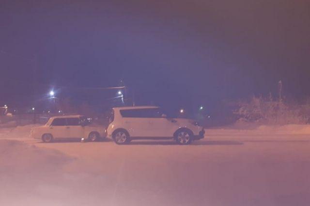 В Лабытнанги на улице Клубной автомобиль ВАЗ протаранил KIA