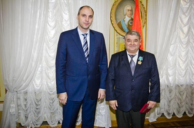 Губернатор Денис Паслер вручил оренбуржцам государственные награды.