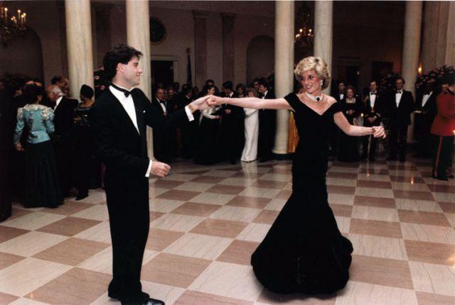 Любимое платье принцессы Дианы продано на аукционе за 313 000 долларов