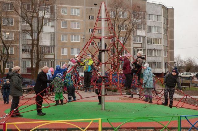 Маленькие удомельцы уже оценили новый спортивно-игровой городок.