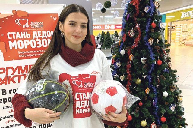 Футбольный и баскетбольный мячи – подарки для ребят.