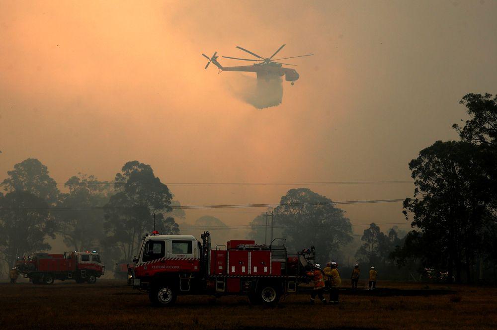Лесной пожар около шоссе Эйвери-лейн.