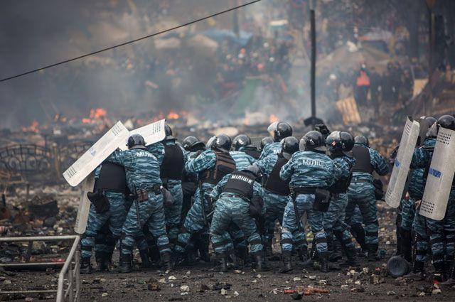 Столкновение правоохранителей и митингующих на площади Независимости в Киеве, 2014 год.