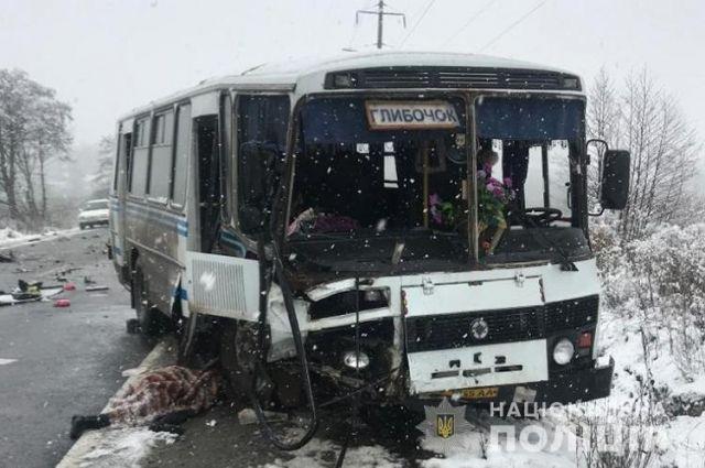 В Тернопольской области рейсовый автобус попал в ДТП: есть жертва